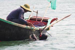 Sự cố từ máy cấp oxy khiến một ngư dân tử vong khi lặn biển