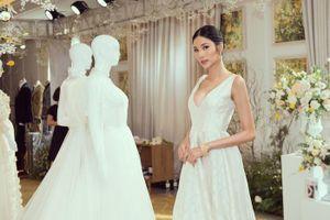Diện váy trắng khoe thềm ngực 'sương sương', Hoàng Thùy khiến fan trầm trồ vì… quá xinh