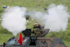 Xe tăng, pháo binh Nhật Bản rầm rộ khai hỏa dưới chân núi Phú Sĩ