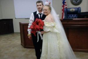 Cặp vợ chồng Mỹ thiệt mạng sau lễ cưới ít phút vì tai nạn giao thông