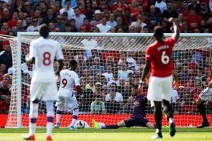 Manchester United gặp 'ác mộng' ngay tại Nhà hát của những giấc mơ