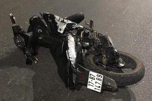 Thái Nguyên: Xe máy 'kẹp 5' đâm vào dải phân cách giữa đêm khiến 4 người tử vong