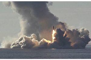 Tàu ngầm Nga thị uy phóng tên lửa liên lục địa; Trump áp thuế 30% với 250 tỷ USD hàng Trung Quốc