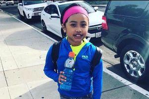 Bác sĩ cúi chào tưởng niệm cô bé hiến tạng cứu sống 81 người