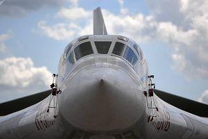 Cận cảnh 'thiên nga trắng' Tu-160 của Nga phô diễn sức mạnh ở Syria