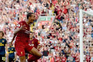 Đè bẹp Arsenal, Liverpool giữ vững ngôi đầu Ngoại hạng Anh