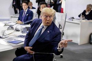 TT Trump phủ nhận thông tin định thả bom hạt nhân ngăn bão đổ bộ