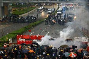 Sau 12 tuần, Hong Kong vẫn chìm trong hỗn loạn