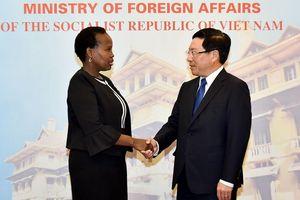 Phó Thủ tướng Phạm Bình Minh đón, hội đàm với Bộ trưởng Bộ Ngoại giao và Hợp tác Quốc tế Botswana