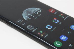 Đã đến lúc từ bỏ xu hướng smartphone màn hình cong?