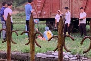 Bò qua đường sắt lúc say rượu, người đàn ông bị tàu đâm