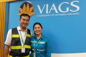 Nữ nhân viên sân bay trả lại tài sản gần 1 tỷ đồng nhặt được của hành khách Singapore