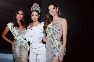Phương Khánh cuốn hút trên ghế giám khảo Miss Earth Colombia 2019