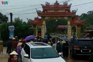 Vụ côn đồ đập phá cổng làng: Vì chính quyền quá chậm trễ?