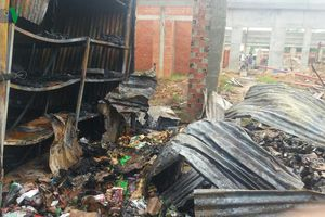 Cháy chợ biên giới ở Tây Ninh khiến 16 sạp hàng hóa bị thiêu rụi