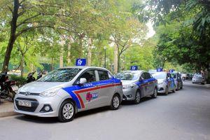 Hà Nội lấy ý kiến 'mặc đồng phục' cho taxi