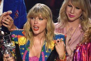 Taylor Swift gặp sự cố 'dở khóc dở cười' tại VMAs 2019