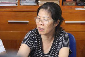 Bà Nguyễn Bích Quy đón trẻ ở trường Gateway bị bắt tạm giam