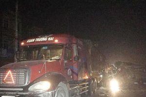 Va chạm với xe contairner trong đêm, 16 người bị thương