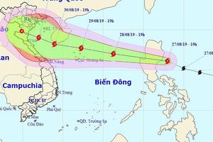 Bão di chuyển nhanh vào Biển Đông, biển động rất mạnh