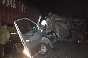 Xe khách tông xe container trên QL38B, 16 người bị thương