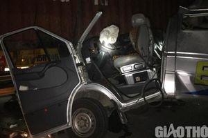 Xe khách húc đuôi xe container trên QL38B, 16 người bị thương