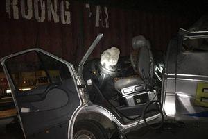 Xe khách húc đuôi xe container, 16 người bị thương còn hạn kiểm định