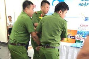 Cầm kiếm xông vào cướp ngân hàng Vietinbank Lào Cai
