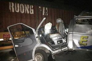 Ô tô khách tông xe container trong đêm, 16 người bị thương ở Hưng Yên