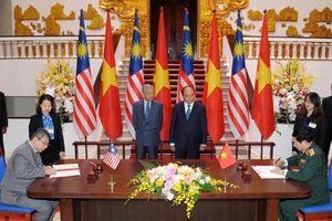 Thủ tướng Nguyễn Xuân Phúc hội đàm với Thủ tướng Malaysia