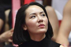 'Mỹ nhân không tuổi' Phương Linh cuồng nhiệt trên sân bóng rổ, cổ vũ trận Thang Long Warriors gặp Cantho Catfish