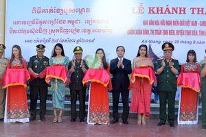 Sơ kết mô hình kết nghĩa giữa cụm dân cư biên giới Việt Nam - Campuchia