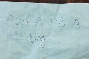 Bé trai bị bỏ rơi tại công viên với lời nhắn 'Con anh đó anh Hưng'