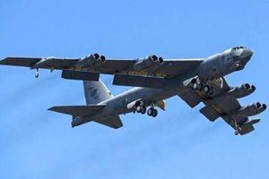 Máy bay ném bom B-52 của Mỹ gặp sự cố trên không phận Anh