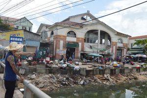 Cảm phục người đàn ông bỏ tiền làm sạch con kênh đầy rác, ra sức tuyên truyền bảo vệ môi trường