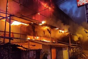 Cháy lớn tại Công ty bóng đèn phích nước Rạng đông