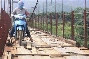 Nguy hiểm cầu treo mục nát tại Kim Bôi, Hòa Bình
