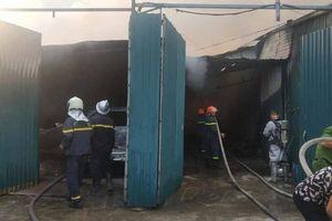 Hà Nội: Nhà xưởng rộng hàng ngàn mét vuông bốc cháy ngùn ngụt