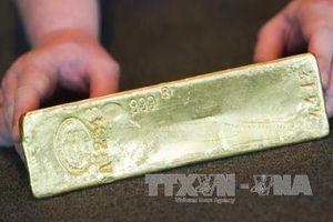 Giá vàng thế giới tăng 1% do lo ngại kinh tế suy thoái