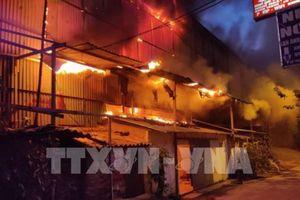 Cháy lớn tại kho của Công ty Bóng đèn phích nước Rạng Đông