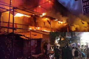 Hàng chục nhà dân di dời khẩn cấp sau vụ cháy cực lớn tại công ty phích nước Rạng Đông