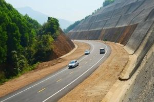 Hoãn khởi công cao tốc Cam Lộ - La Sơn