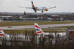 Máy bay đang hạ cánh ở Anh phải đổi hướng để tránh drone