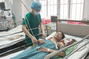Cứu sống 9X bị thanh sắt đâm xuyên phổi
