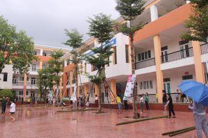 Nghệ An: Học sinh nghỉ học, phụ huynh hối hả chống bão cùng nhà trường
