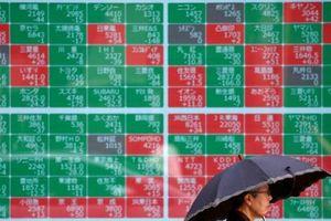 Đường cong lợi suất trái phiếu Mỹ vẫn đảo ngược, chứng khoán châu Á giảm