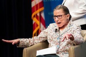Ruth Bader Ginsburg: Nữ thẩm phán biểu tượng cho công lý Mỹ