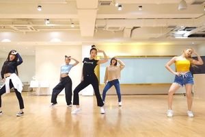 Red Velvet tung dance version cho 'Umpah Umpah': Không còn tiệc tùng bãi biển nhưng vẫn nóng bỏng hết nấc