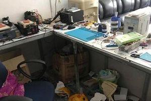 Trộm đột nhập cửa hàng phá két sắt, lấy 40 chiếc điện thoại