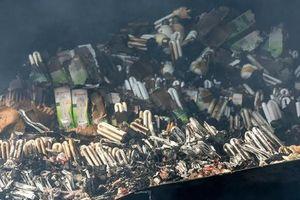 Cháy hàng nghìn bóng đèn huỳnh quang nguy hiểm thế nào?